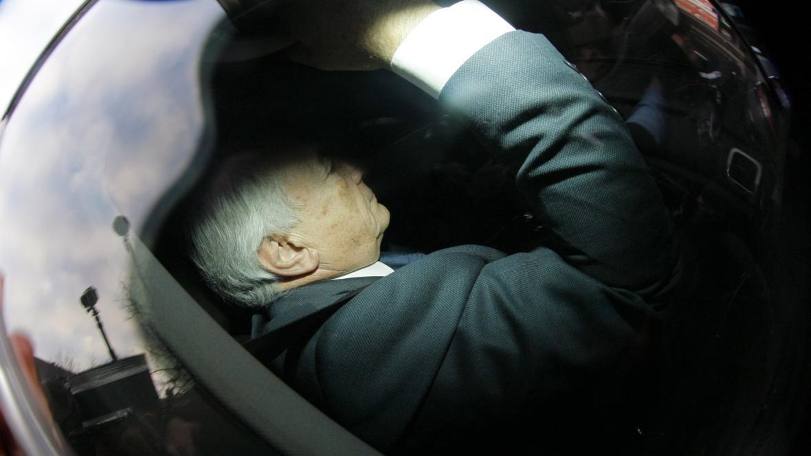 Strauss-Kahn putuje do vazby