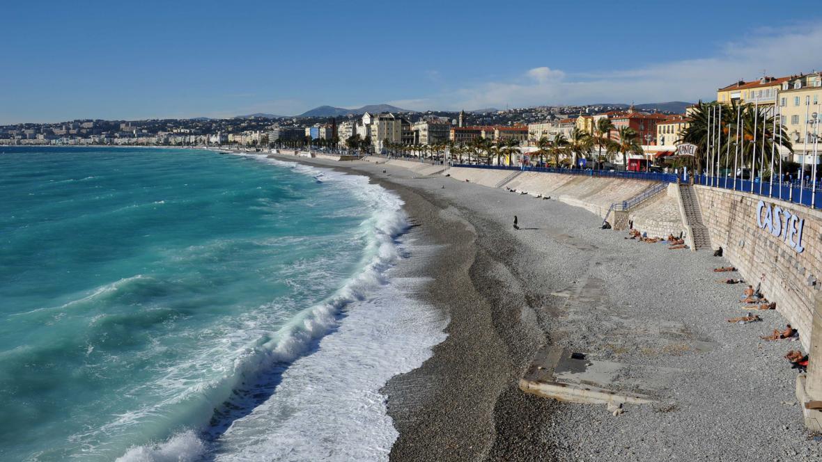 Pláž v Nice - ilustrační foto