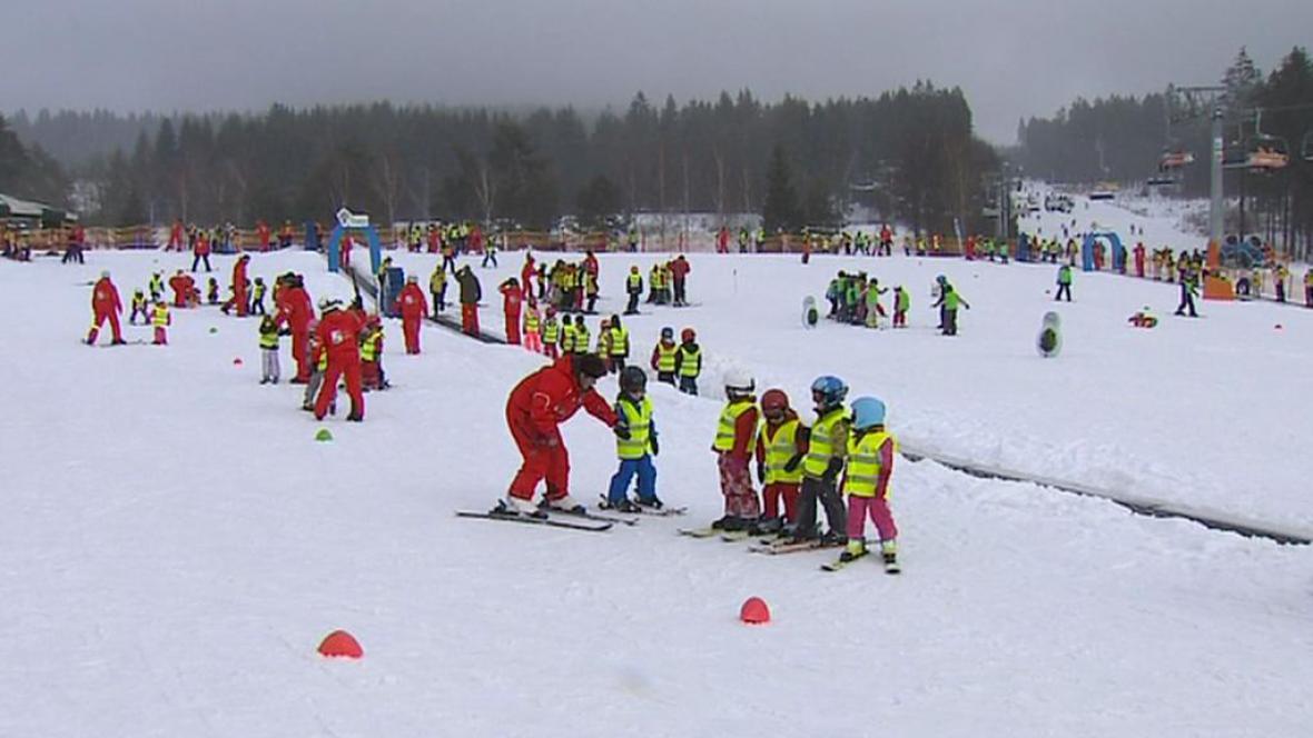 Jarní prázdniny přitáhly na hory hlavně děti