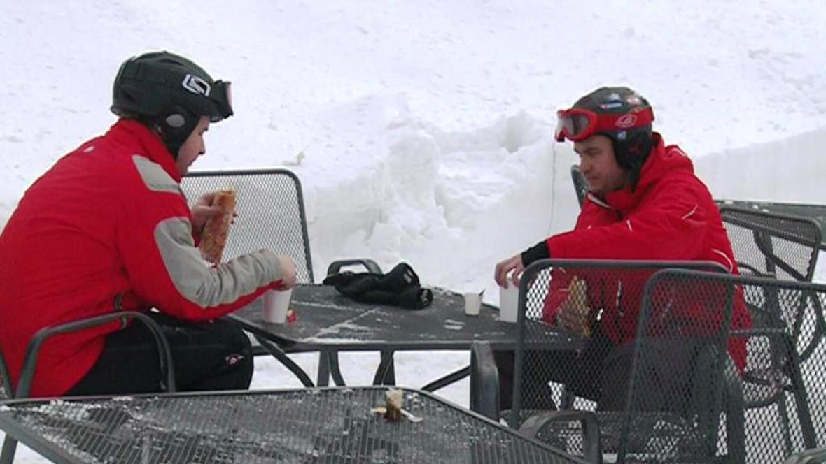 Popíjející lyžaři