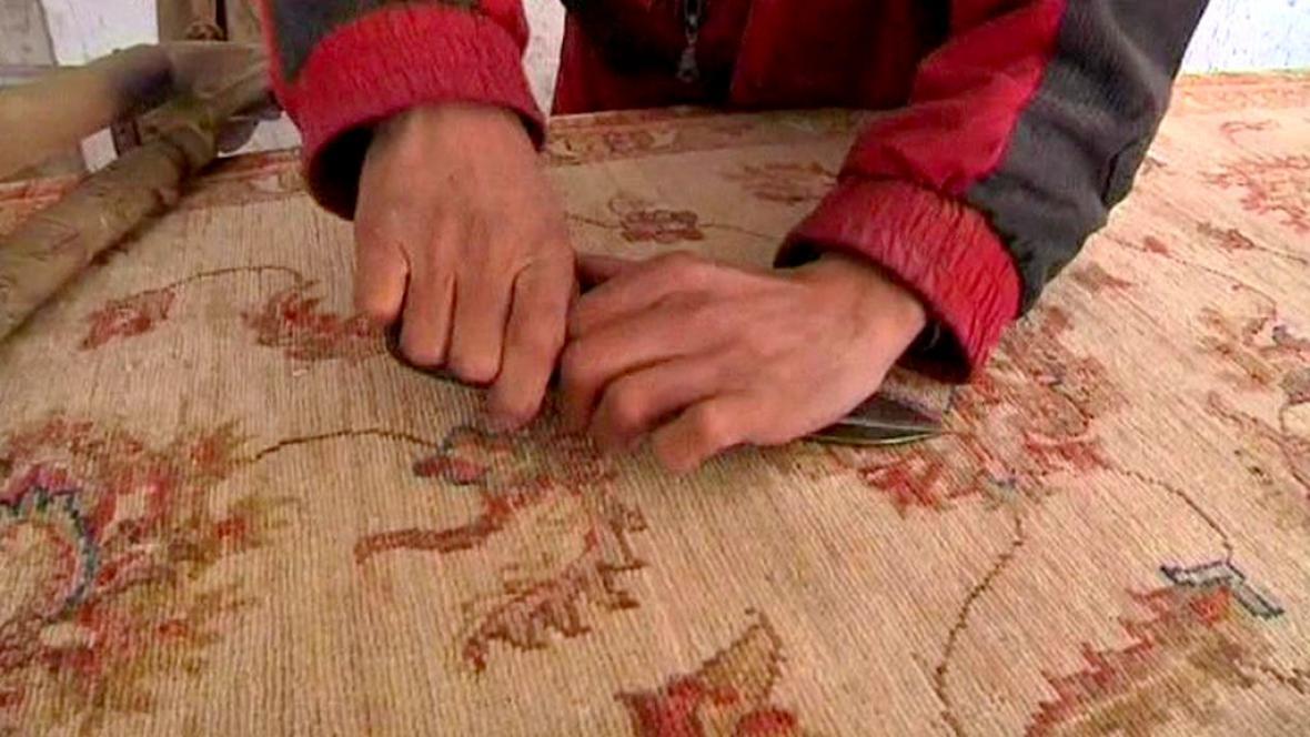 Výroba afghánských koberců