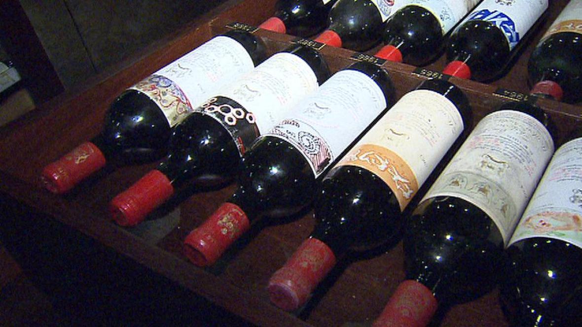 Ministr Kalousek neuspěl s návrhem více zdanit víno