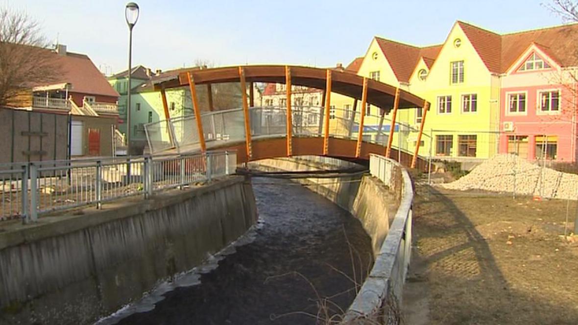 Nově postavený můstek v Jirkově