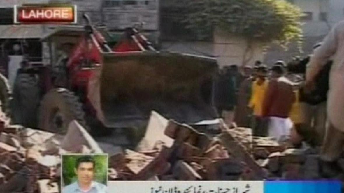 Trosky budovy v Pákistánu