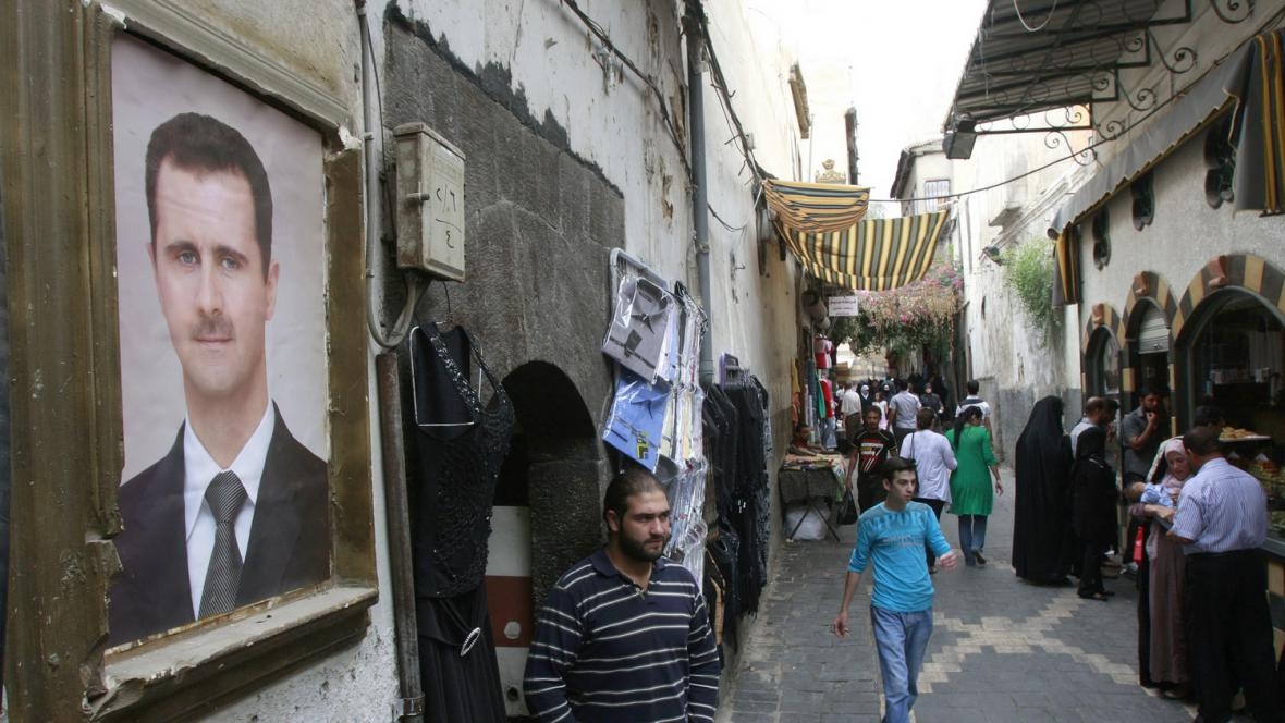 Portrét prezidenta Bašára Asada v ulicích Damašku