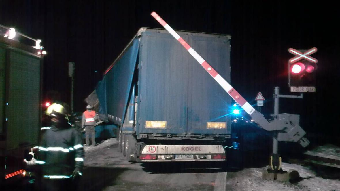 Kamion na přejezdu