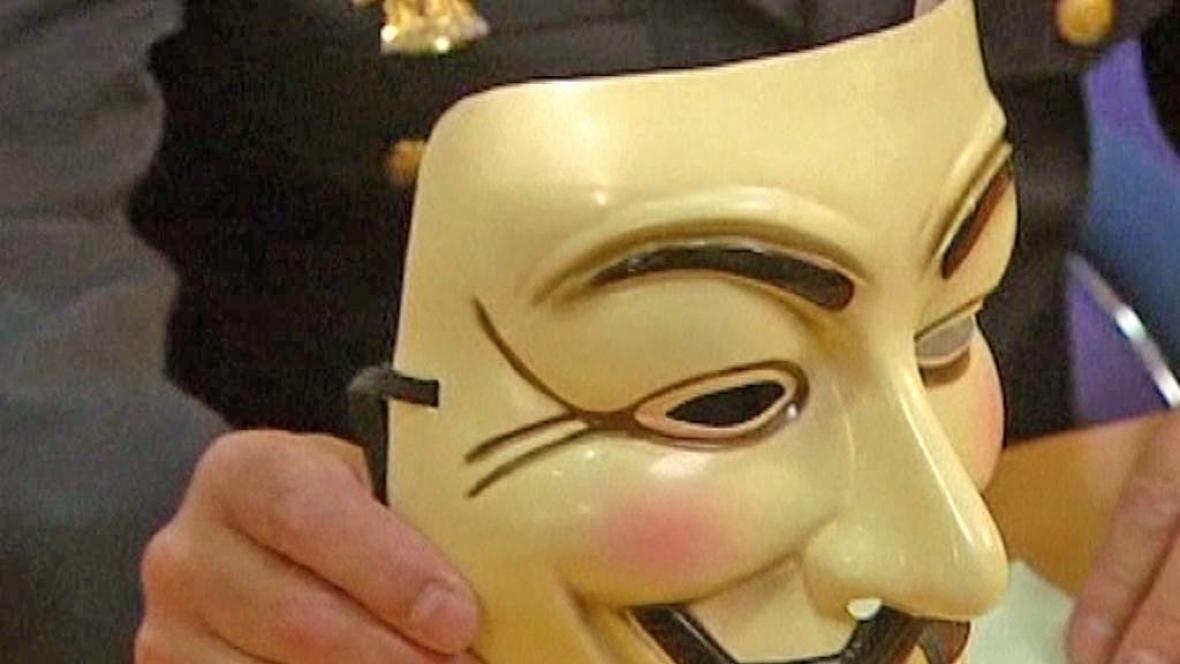 Maska hackerů ze skupiny Anonymous