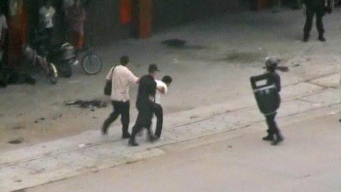 Zásah čínské policie proti demonstrantům