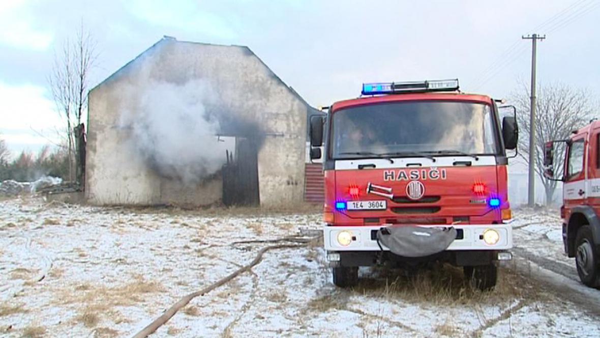 Požár kravína v Kladně u Hlinska