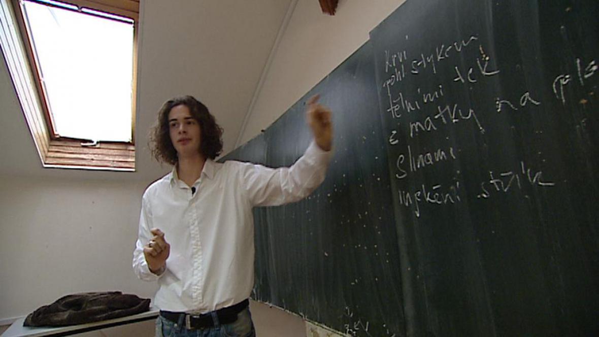 Přednášející student Felix Strouhal