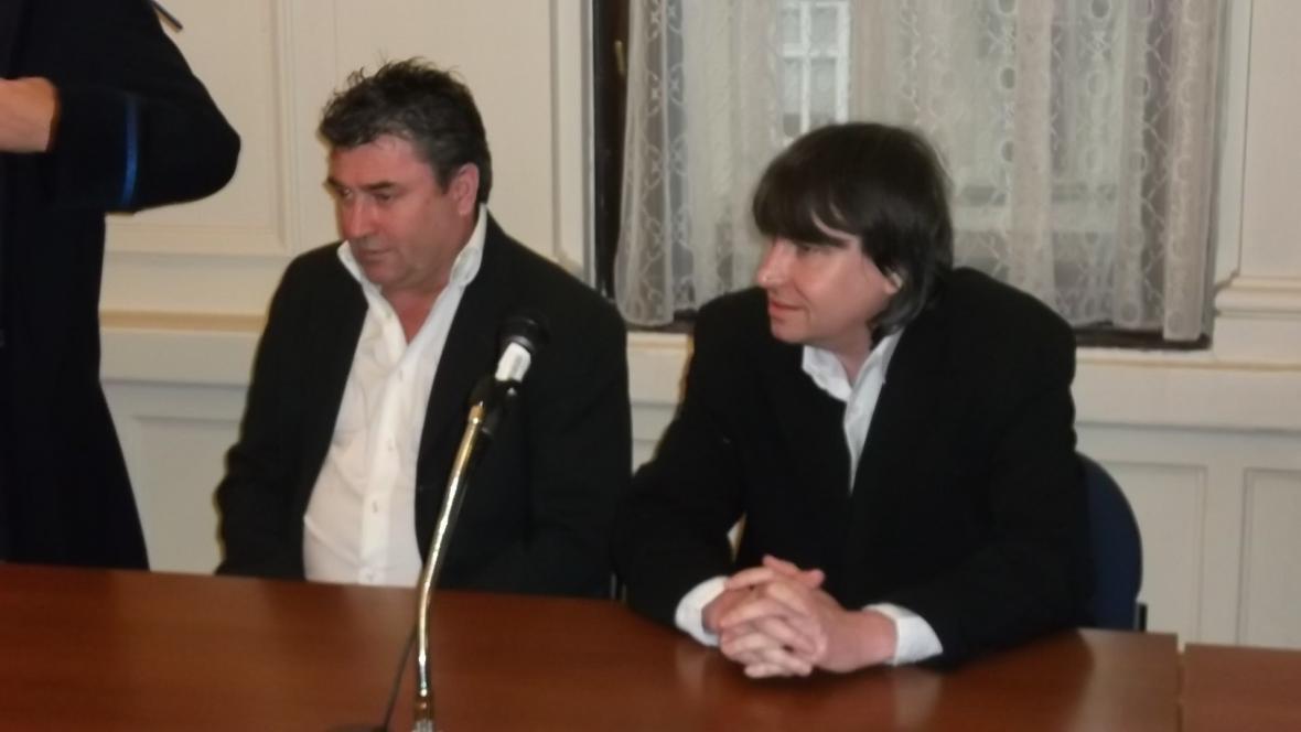 Rostislav Kračmař a Aleš Adámek u Krajského soudu v Brně