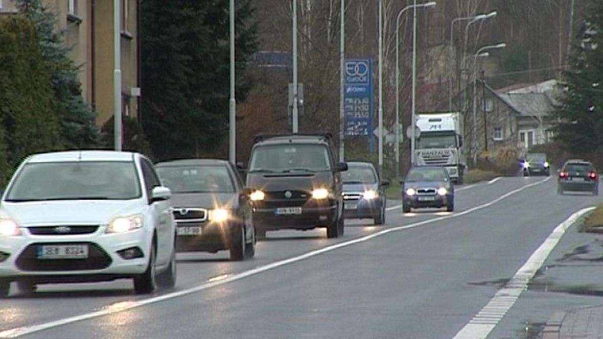Přetížená silnice centrem Děčína