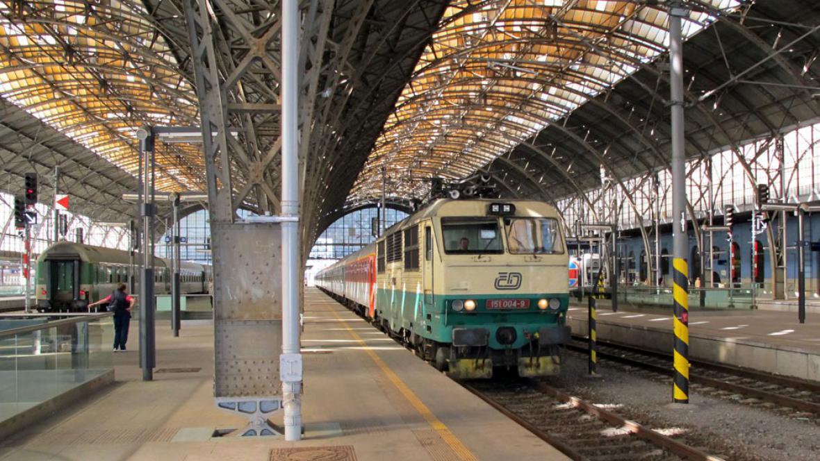 Vlaky na hlavním nádraží