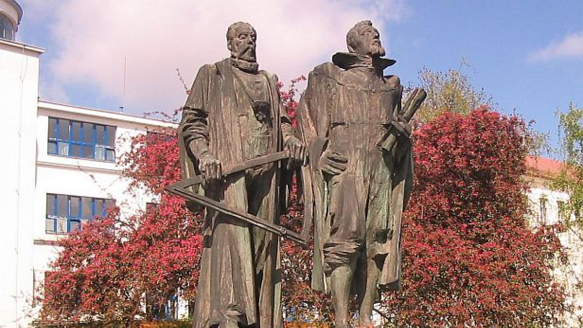 Sousoší Brahe a Kepler