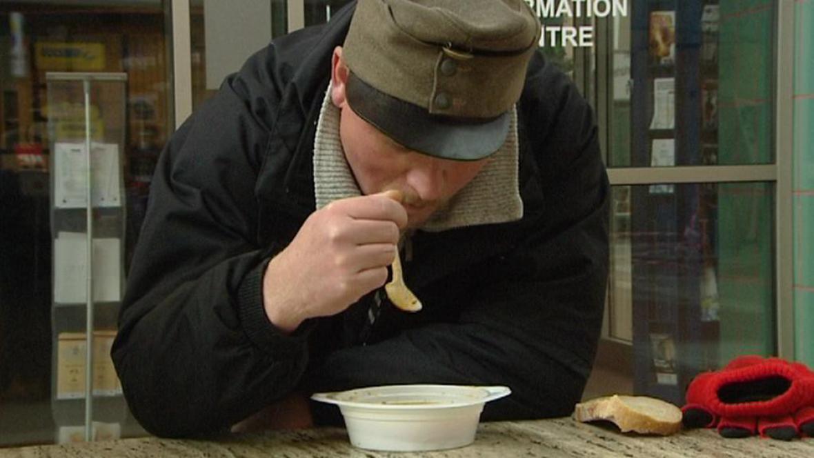 Polévka pro lidi bez domova