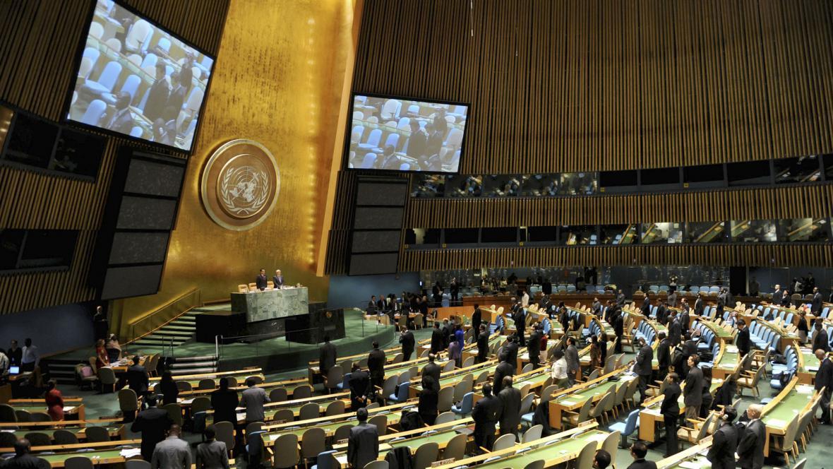 Valné shromáždění OSN drží minutu ticha za Kim ČoOng-ila