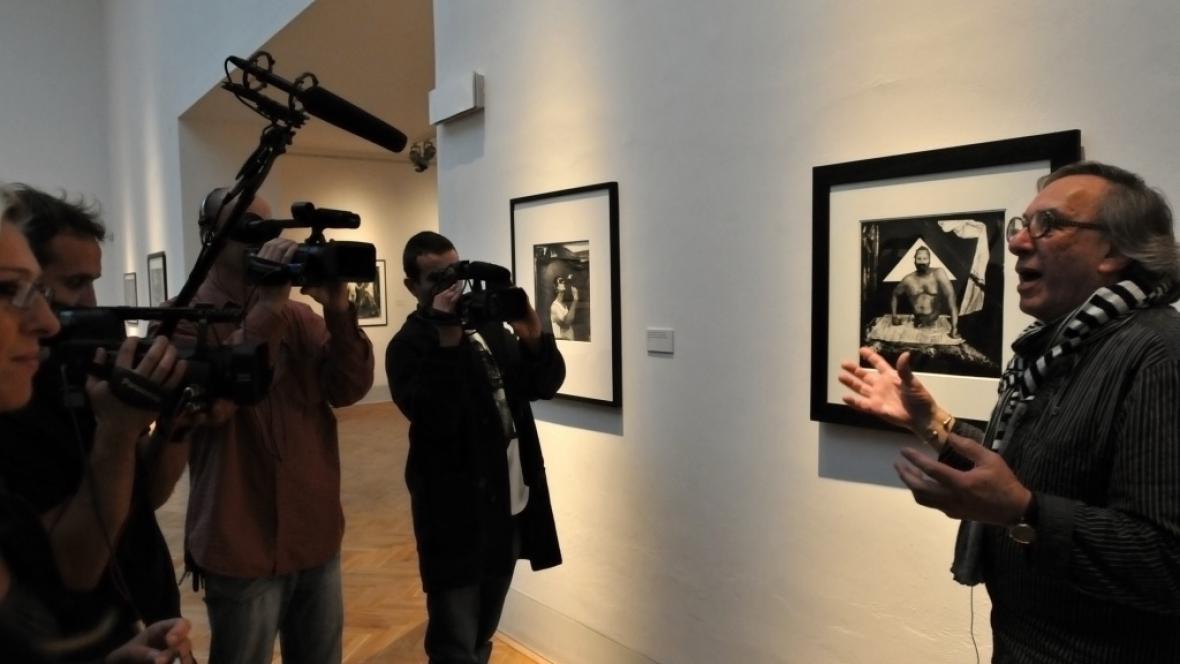 Budou muset novináři za účast na výstavě platit?