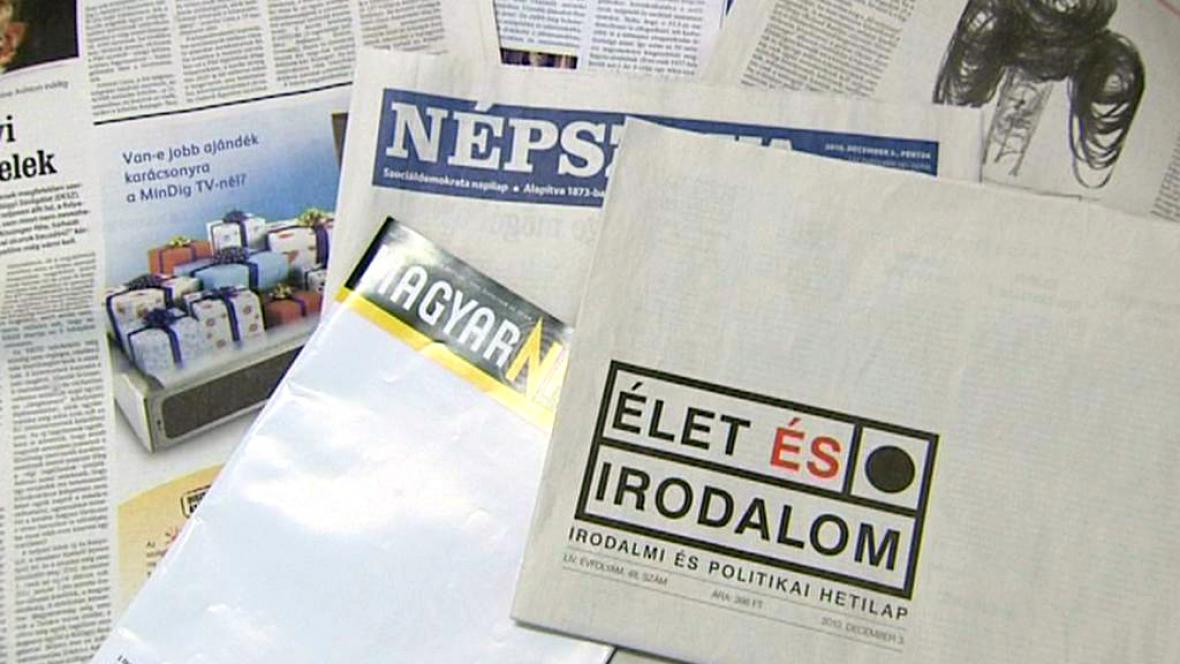 Maďarské deníky s protestními prázdnými titulnímu stranami
