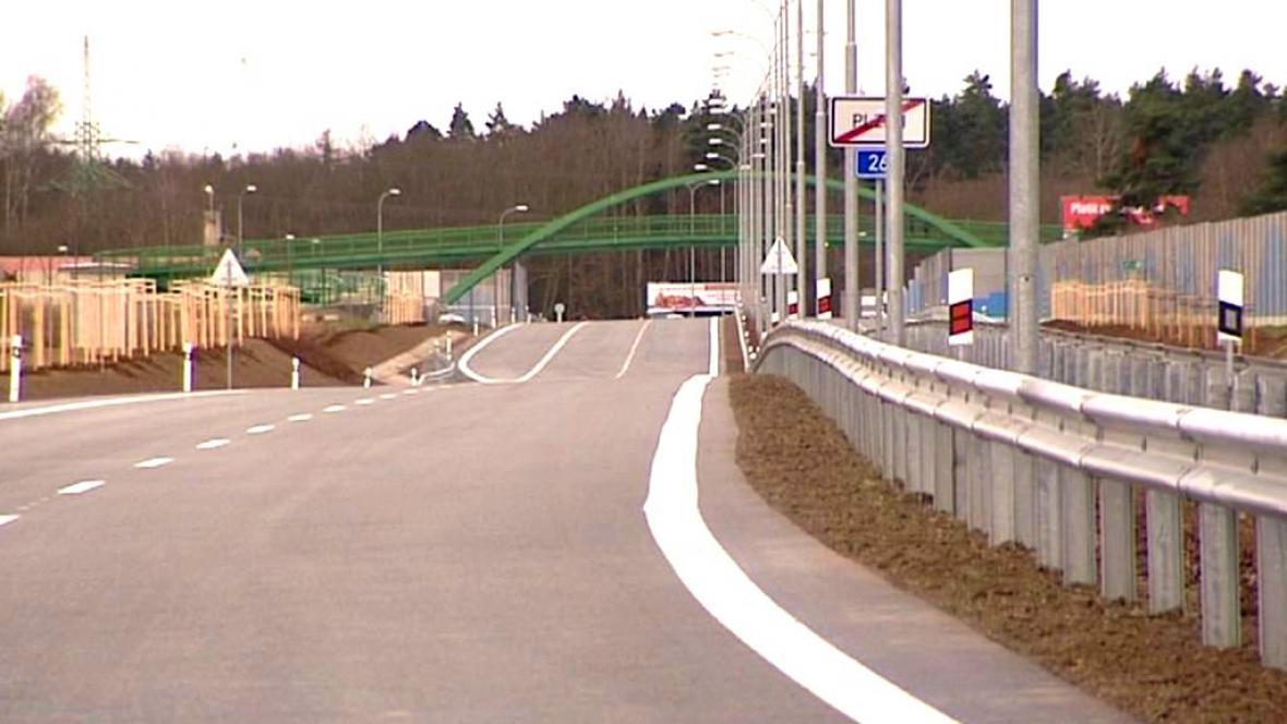 Nově otevřený přivaděč na dálnici D5