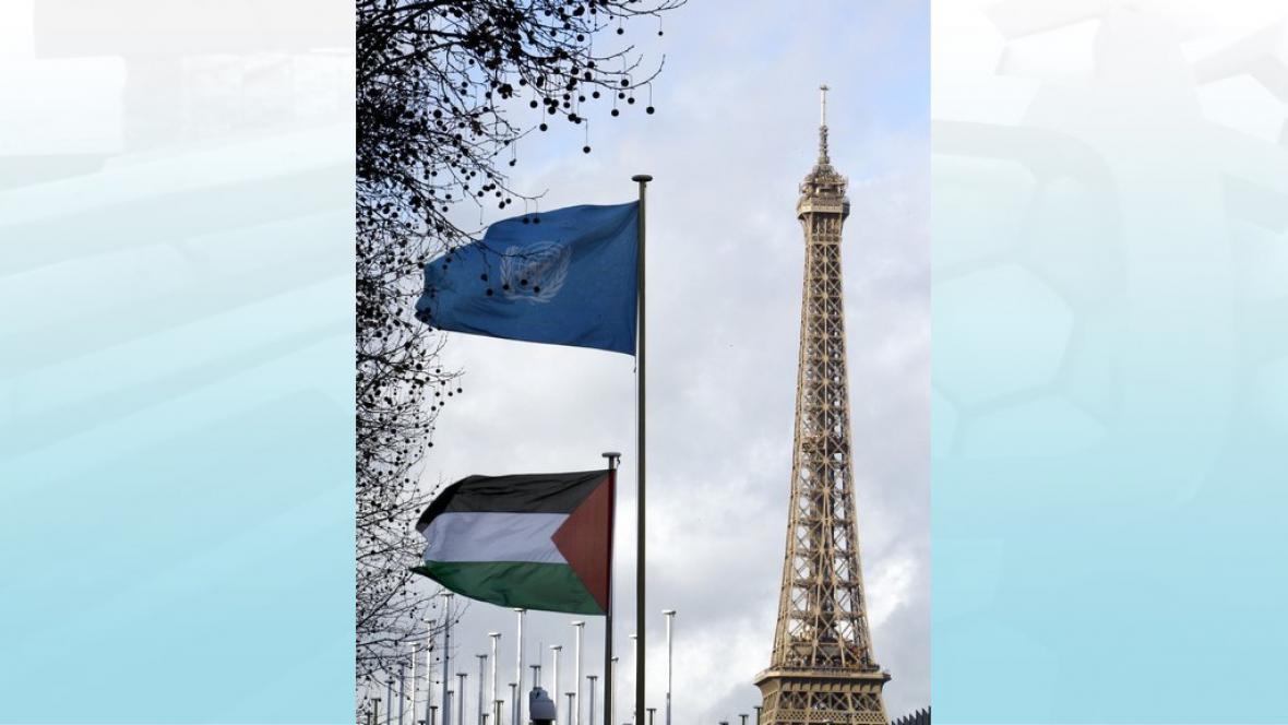 Palestinská vlajka před sídlem UNESCO