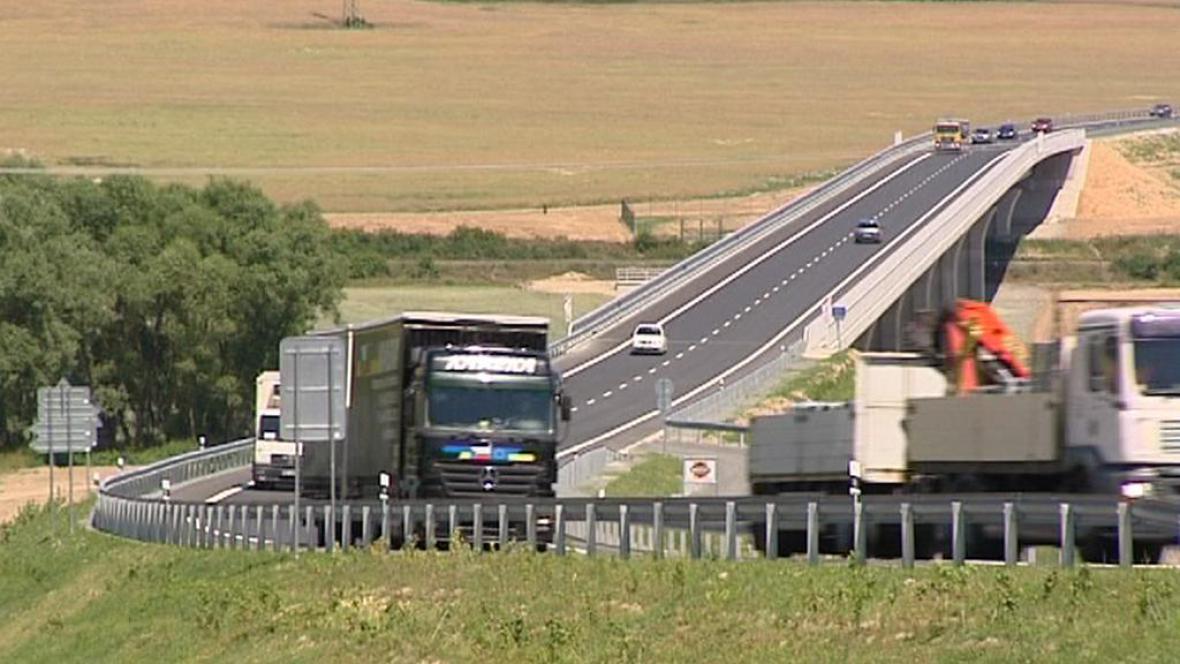 Nově otevřená silnice u Třemošné
