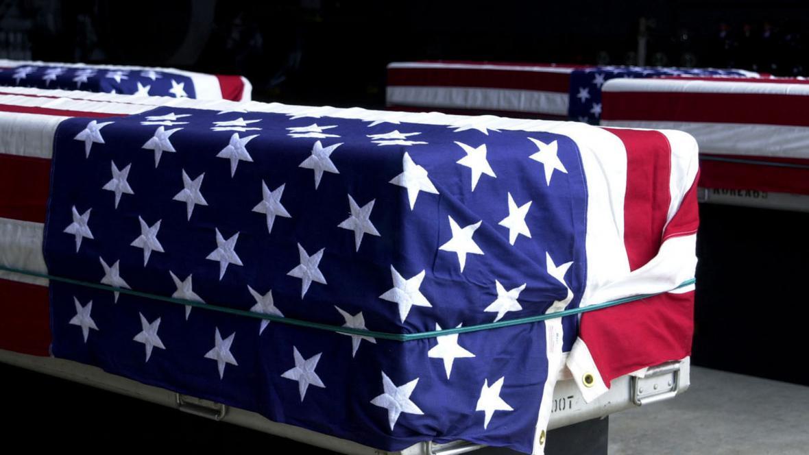 Rakve s ostatky padlých amerických vojáků