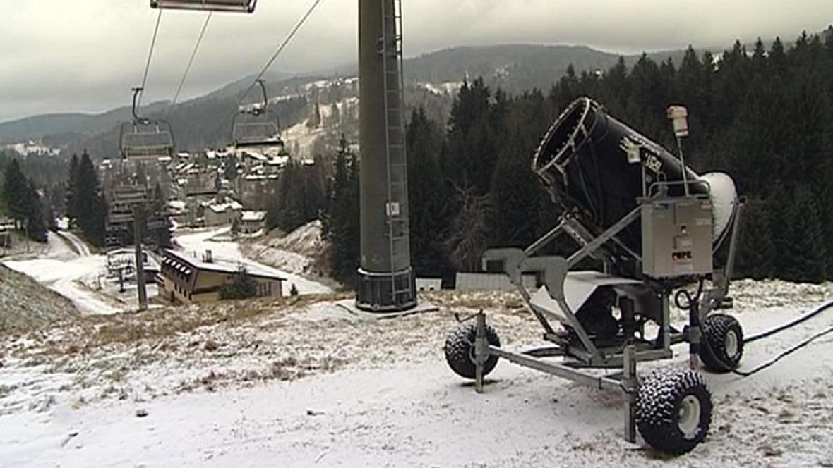 Poškozené sněžné dělo