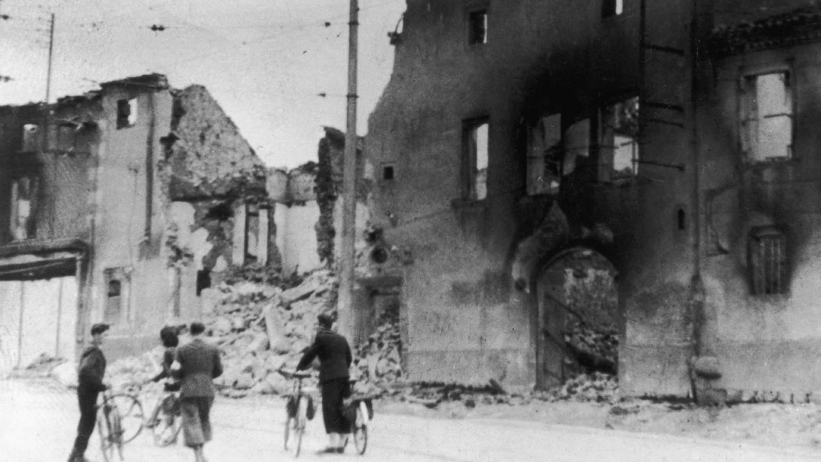 Zbytky vypáleného kostela v Oradour-sur