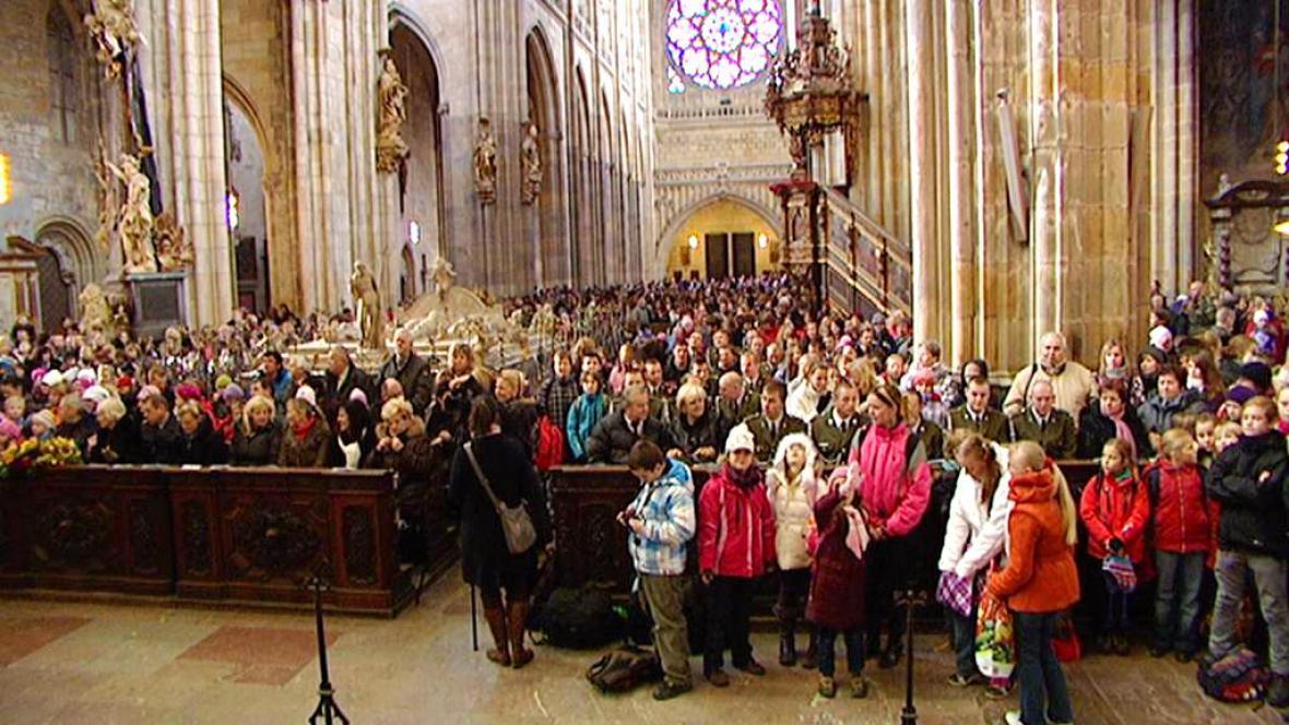 Zaplněná katedrála sv. Víta
