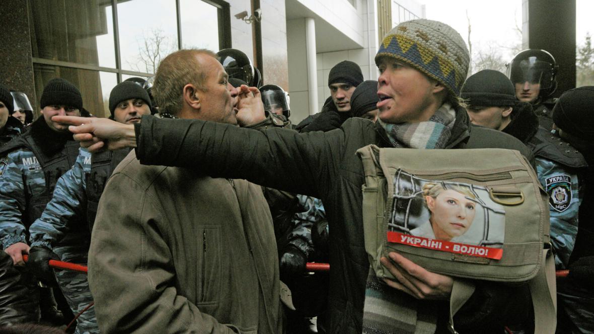 Příznivci Tymošenkové před budovou odvolacího soudu