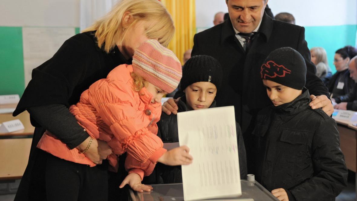 Anatolij Bibilov s rodinou