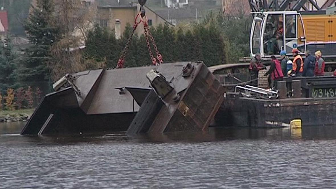 Vytahování potopené lodi
