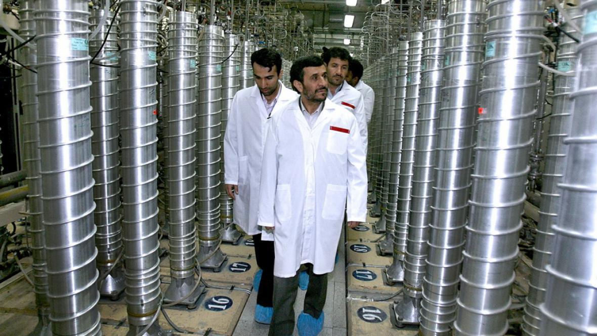 Mahmúd Ahmadínežád na návštěvě jaderného zařízení