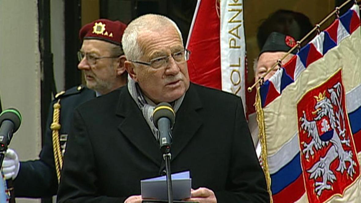 Václav Klaus při projevu u Hlávkových kolejí