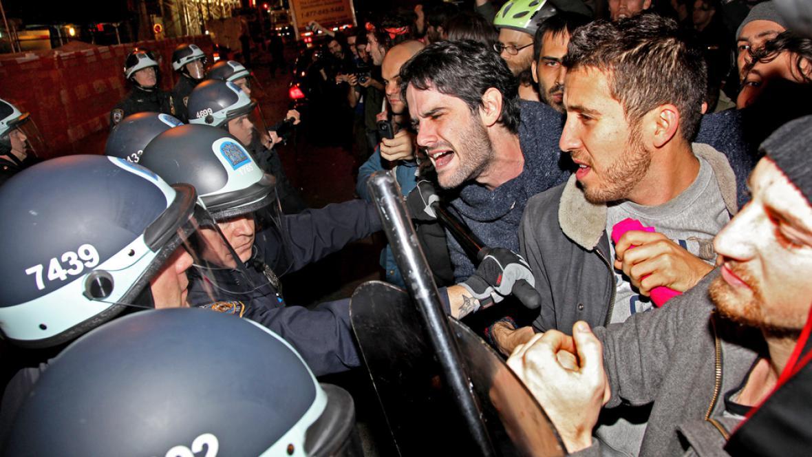 Srážky demonstrantů s policií u Zuccottiho parku