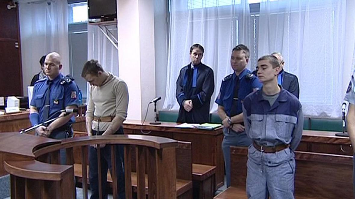 Mladiství vězni před ostravským soudem