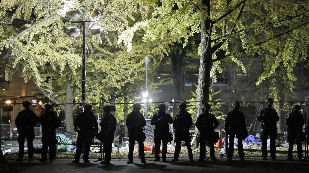 Policisté rozehnali tábor demonstrantů