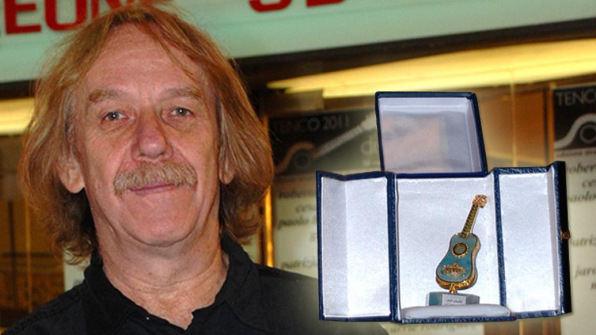 Jarek Nohavica s cenou Premio Tenco