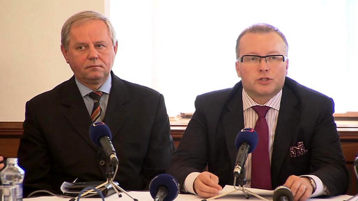 Ministr životního prostředí Tomáš Chalupa (vpravo)