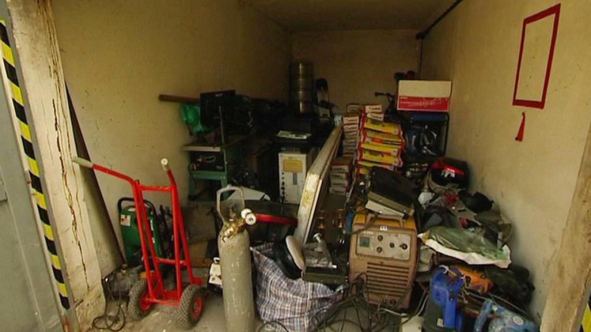 Nakradené věci v garáži