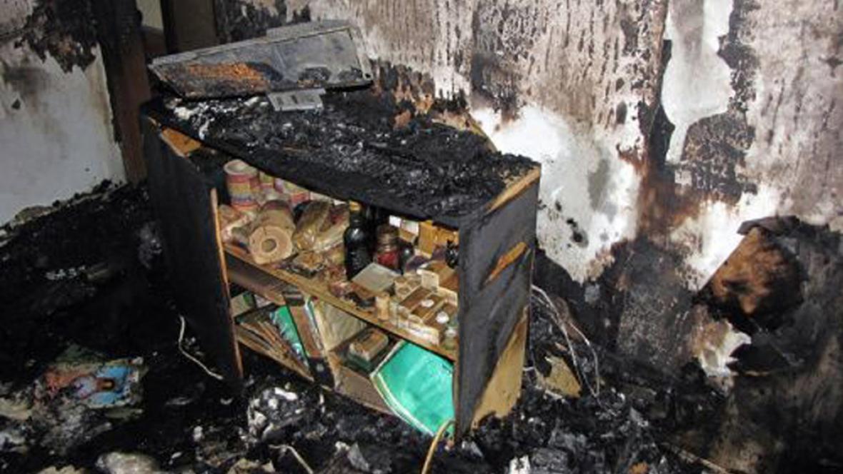 Následky požáru v ostravském panelovém domě