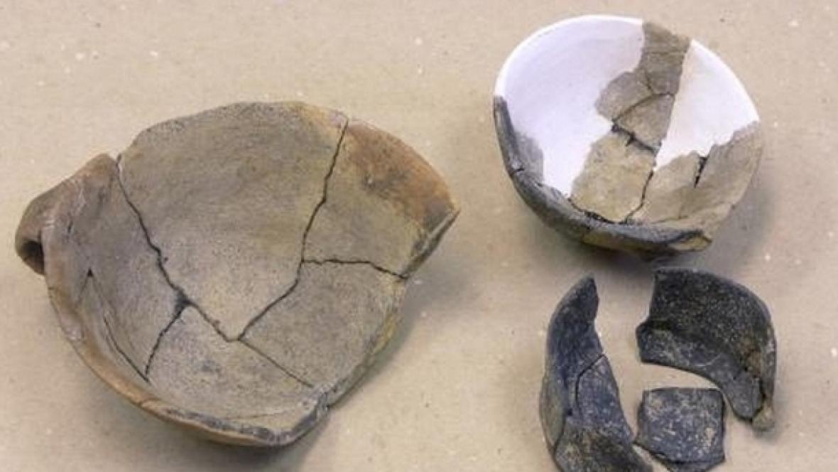 Keramické nádoby ze žárových hrobů
