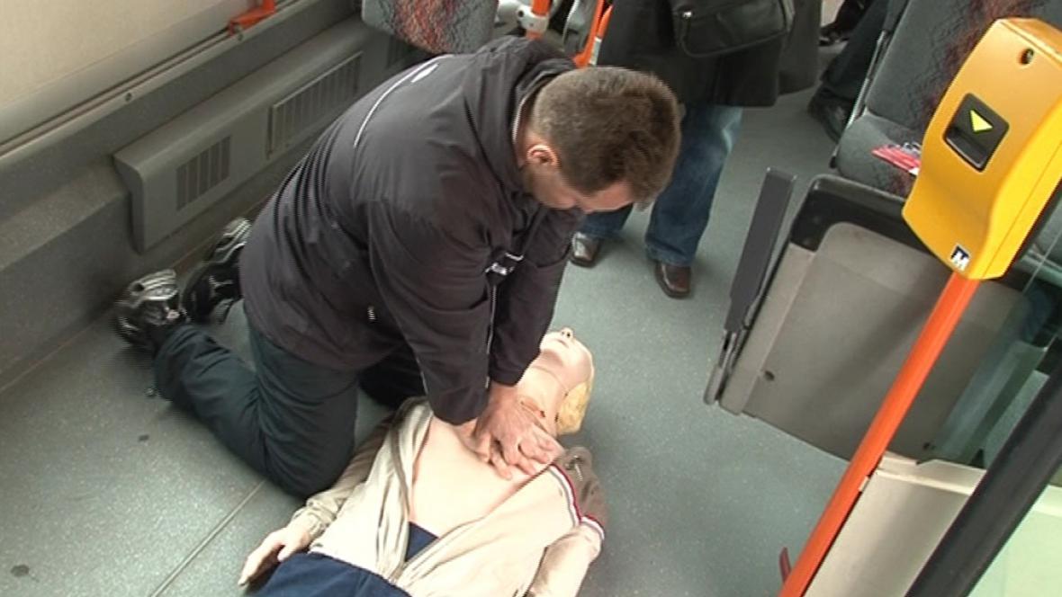 Ukázka resuscitace v autobuse