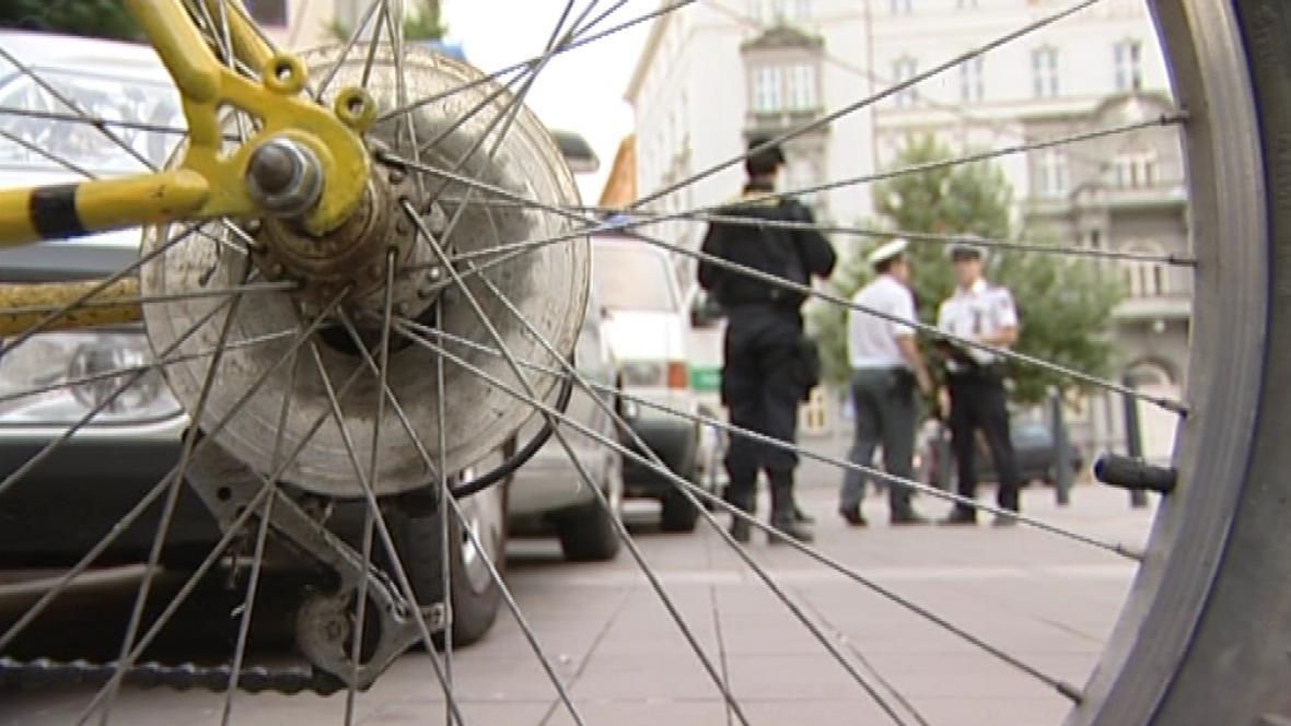 Policisté kontrolovali účastníky cyklojízdy Brnem