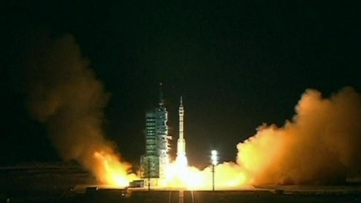 Start bezpilotní čínské lodi Šen-čou 8