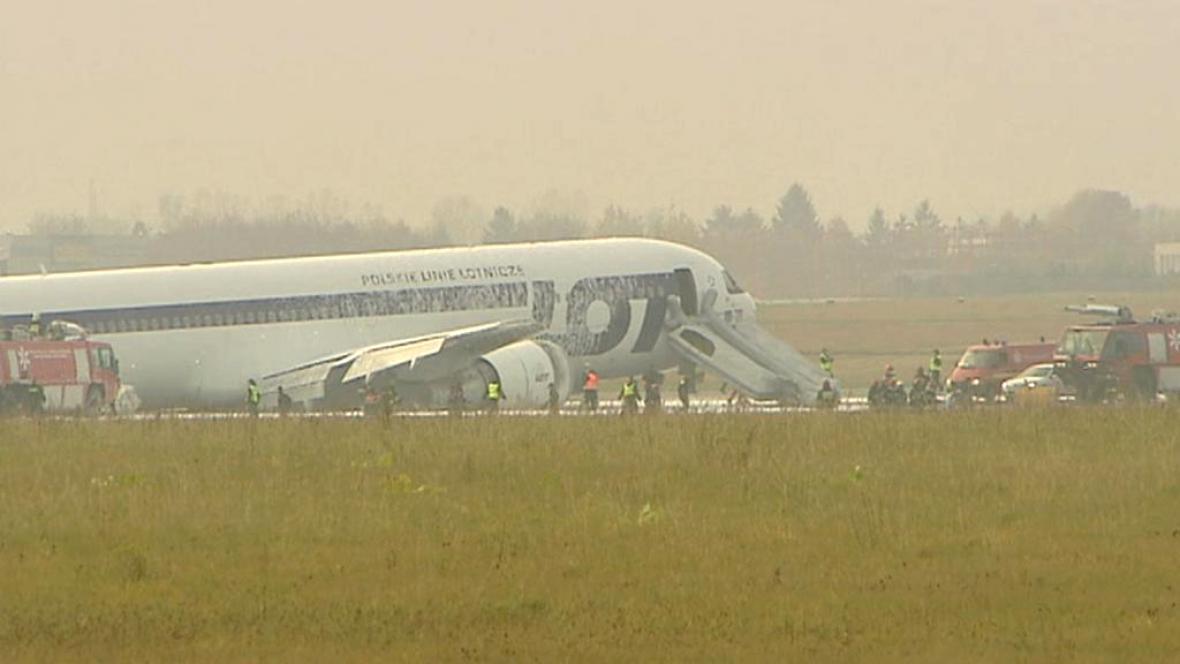 Polské letadlo po nouzovém přistání ve Varšavě