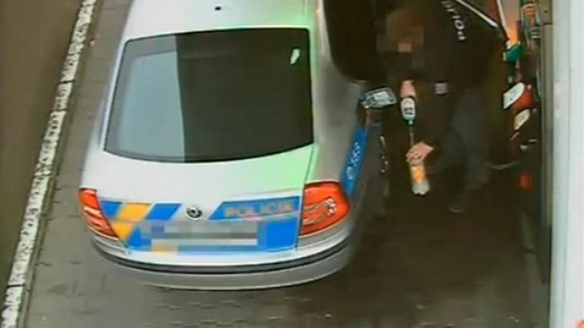 Krádež služebního benzinu