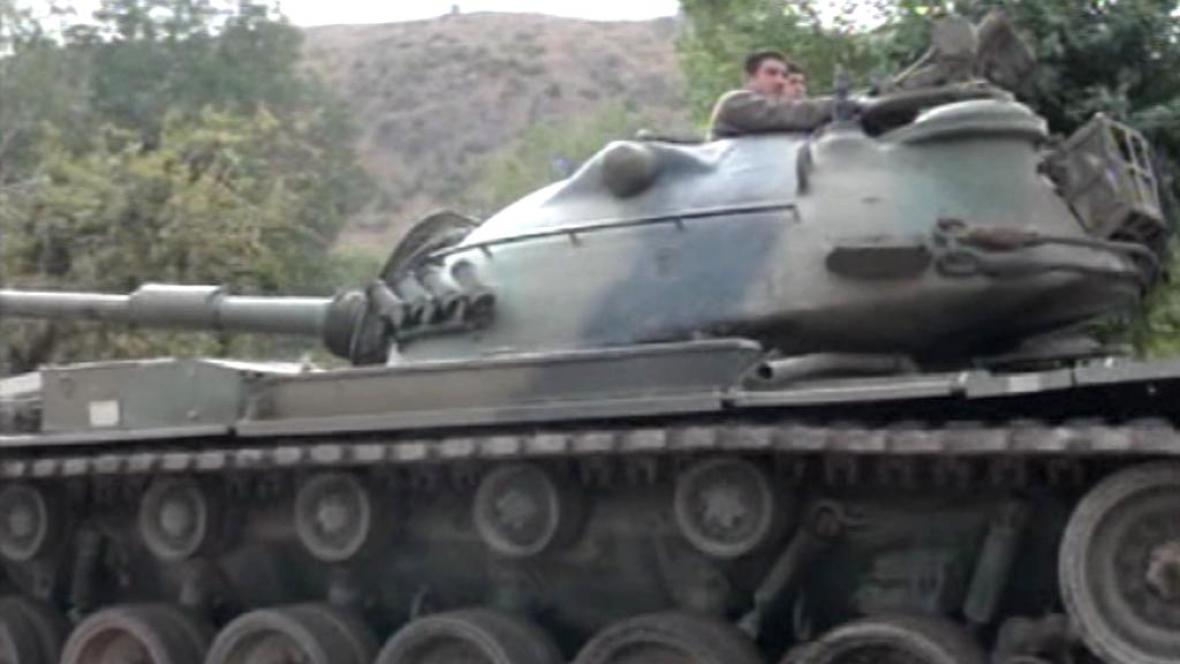 Turecké jednotky útočí na povstalce v Iráku