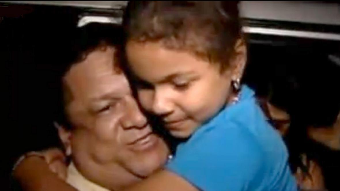 Malá Nohora Valentina zpět u svého otce