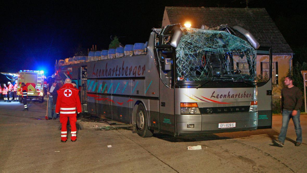 Havarovaný rakouský autobus